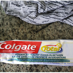 Colgate toothpaste Advanced Health * Clean Between